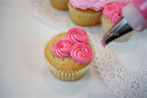 How To Use Cake Decorating Tips by Sweet Valentine S Wreath Cupcake Style My Cake