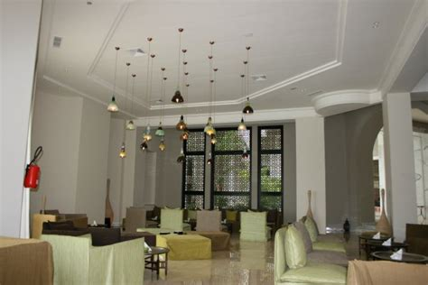 lustre pour plafond haut 12 solutions d 233 clairage pour habiller un plafond haut astucito