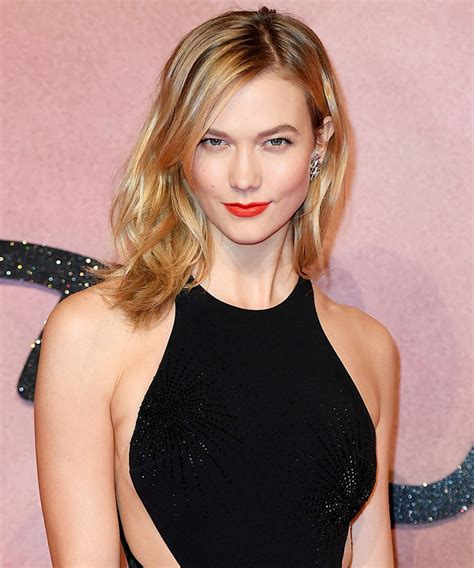 Watch Karlie Kloss Vlogs Using Samsung Gear