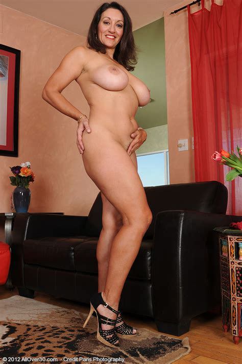 Busty Mature Persia Display Her Hairy Punani Milf Fox