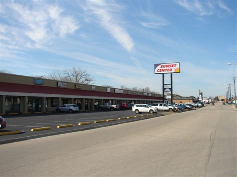 Retail In Denton Tx by 601 717 Sunset St Denton Tx 76201 Property For Lease