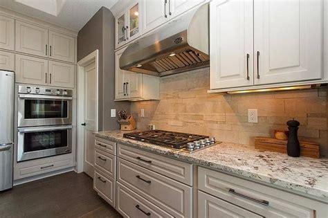 staggered kitchen cabinets hanover kitchen cabinets kitchen design ideas 2459