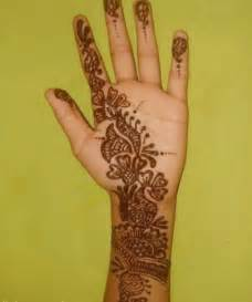 Pakistan Cricket Player: Simple Arabic Henna Design