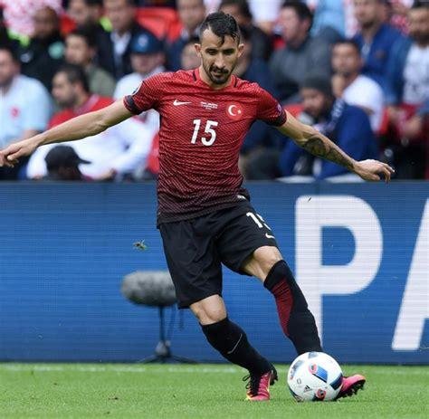Neben saglam und avci wird auch berti vogts als nachfolger gehandelt. Fußball: Türkei mit Nullnummer gegen Bosnien-Herzegowina ...