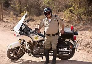 LUIS GUZMAN as MEXICAN COP