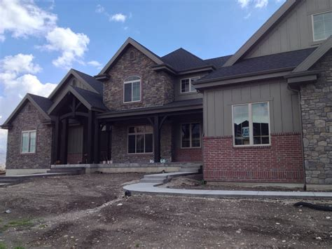 brick homes with accents using brick on