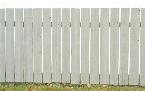 What Are The Different Types Of Wood Garden Fences?