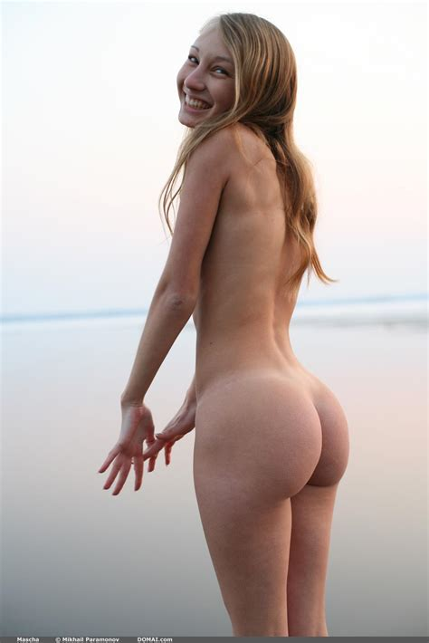 Girl With Big Round Butt Smiling Hotfmodels