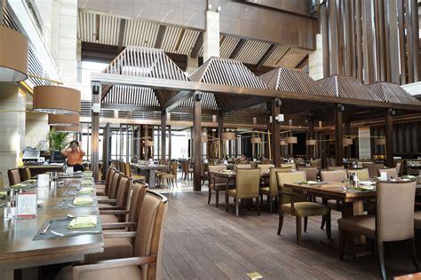 restaurante estilo industrial  suelo de madera fotos