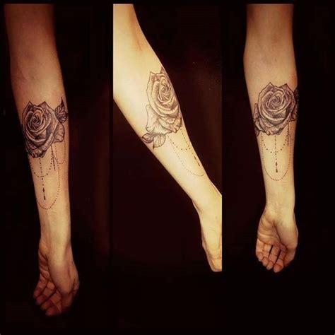 tatouage avant bras femme fleur idees de tatouages