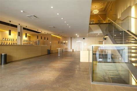 foyer torino teatro vittoria foyer primo piano con area bar photo de