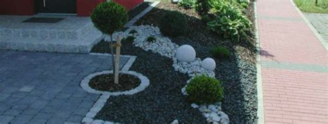 vorgarten mit kies vorgarten und einfahrt gestalten praktische gartengestaltung ideen