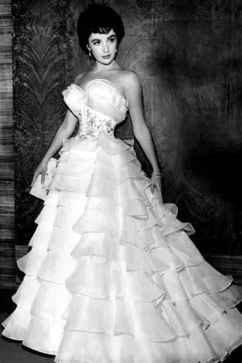 elizabeth taylorin beautiful  gownstunning