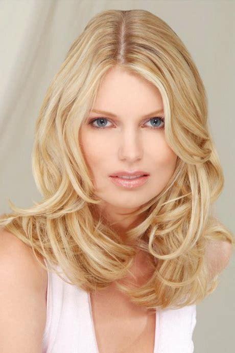 frisuren blonde halblange haare