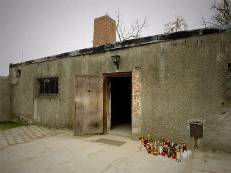 chambre a gaz faux chambre à gaz et crématorium auschwitz birkenau pologne