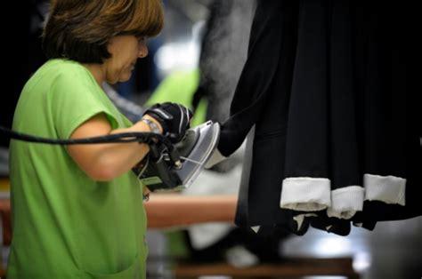 siege de zara en espagne pays de zara l 39 industrie textile reprend des
