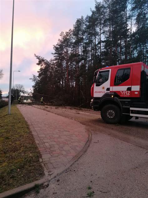 Zemgalē ugunsdzēsēji glābēji 45 reizes likvidē spēcīgā vēja radītās sekas