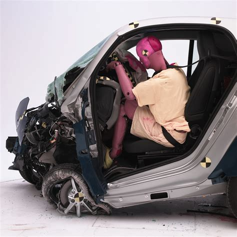 siege auto crash test iihs tests small cars in crash tests