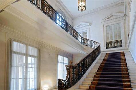 opulent  square foot apartment  paris homes
