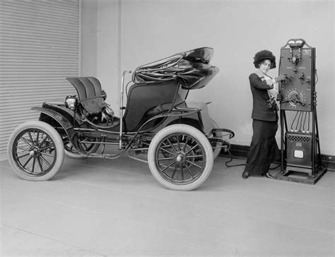Amazing Photos Of The First Electric Cars From The 1890s