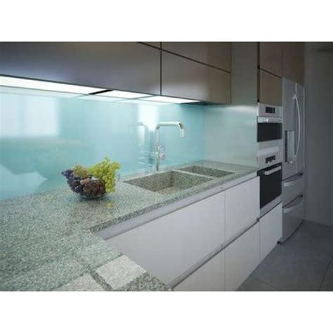 photo de credence pour cuisine quels matériaux pour la crédence de cuisine verre inox