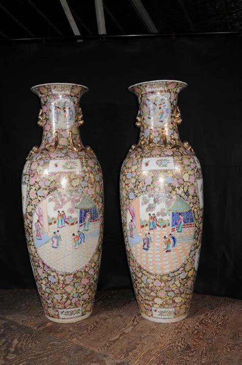 pair japanese rose satsuma porcelain urns pottery amphora