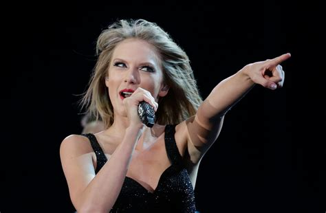Taylor Swift Gets Go Ahead To Perform Her Old ...