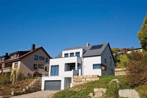 Moderne Häuser Mit Tiefgarage by Livvi Wohnen Hanglage Architektur In 2019 House Styles