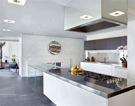 cuisine blanche moderne cuisine blanche et inox idées et astuces en 90 photos