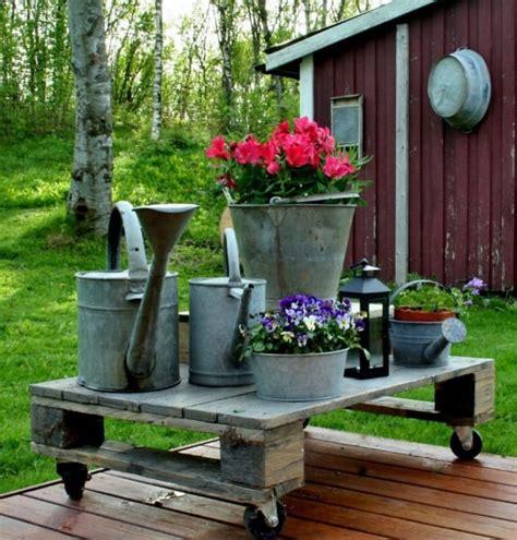 come arredare una terrazza con piante free porta fiori con ruote come utilizzare i pallet per