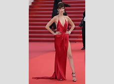 Bella Hadid ditches her underwear and wows on the red