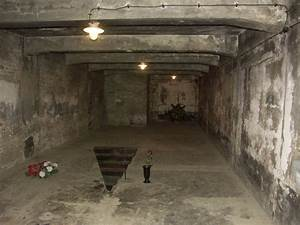 WW2 Concentration Camps Gas Chambers