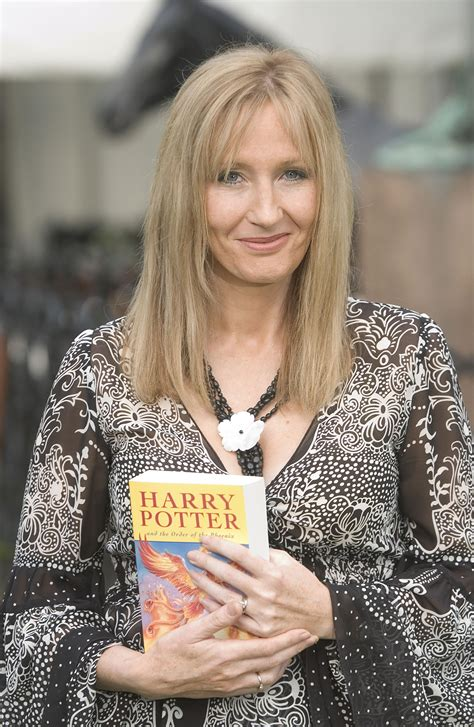 11 Times Jk Rowling Proved That She's The True Queen Of