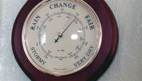 barometer pressure barometric air measuring instruments types barometers read measure instrument atmospheric fotolia mmhg measures mercury baxter peter convert weather