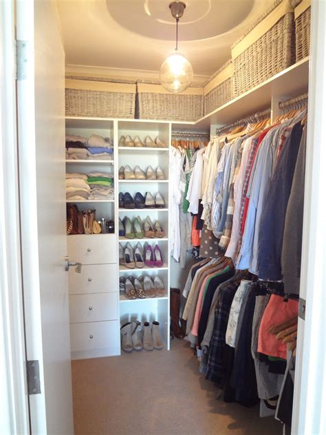 Walk In Closet Design Ideas Diy by 20 Small Walk In Closet Ideas Makeovers