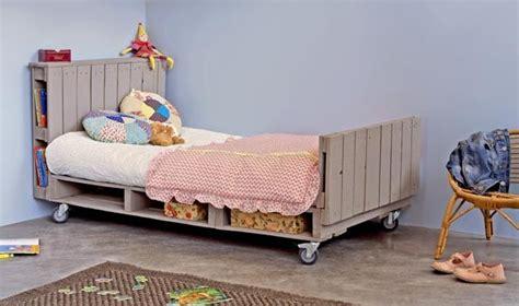canapé pour grand chien 12 idées pour recycler des palettes de la ruelle au salon