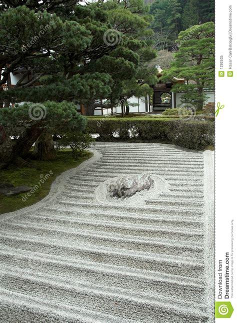 zen rock garden japanese japanse tuin zentuin giardino japanischer zengarten felsengarten rotstuin roccia giapponese beelden japan een