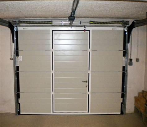 porte de garage coulissante motorisee avec portillon showroom dauphine stores