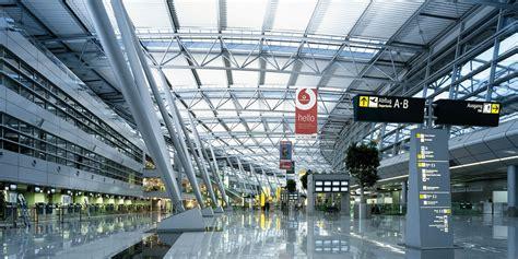 Während der sicherheitskontrolle am flughafen düsseldorf sagte eine frau aus leipzig, sprengstoff im handgepäck zu haben. Flughafen Düsseldorf (DUS) > Flugplan und Flugradar - Juni ...