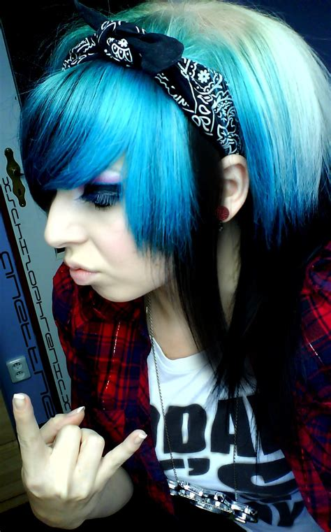Scene Girl With Blue Hair By Anettheschizophrenic On