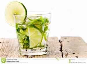 Verre A Mojito : bois en verre de limette de mojito photo stock image du projectile liquide 21894726 ~ Teatrodelosmanantiales.com Idées de Décoration