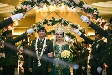 foto inspirasi pernikahan pedang pora tak bingung