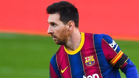 'Fake news!' - Messi's father rubbishes PSG transfer ...