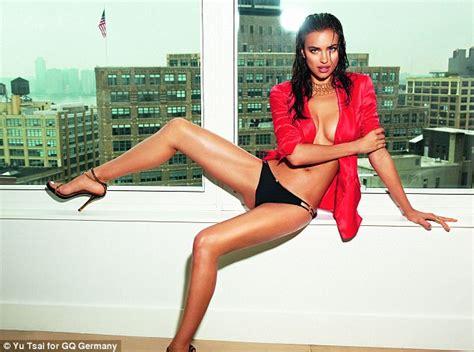 celana dalam wanita merah wag irina shayk til di majalah gq jerman foto
