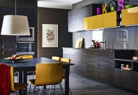 cuisine jaune et noir la cuisine décorée en jaune et noir 15 exemples