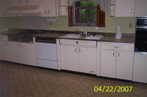 youngstown kitchen cabinets by mullins 1950 s youngstown tappan ktchen forum bob vila 1994