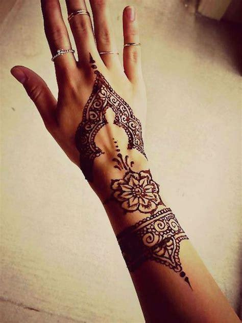 25+ Best Ideas About Henna Hand Tattoos On Pinterest