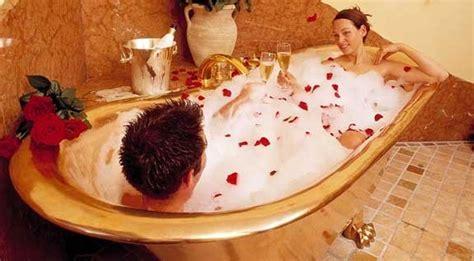 fare l nella vasca da bagno 70 sorprese romantiche e d per lui e per