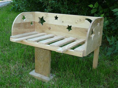 deco chambre bébé fait lit bébé cododo en bois thème étoiles et lune chambre d