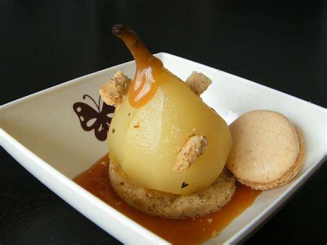 dessert avec des poires poire poch 233 e farcie avec une compot 233 e de pommes caramel et crumble aux noisettes quand